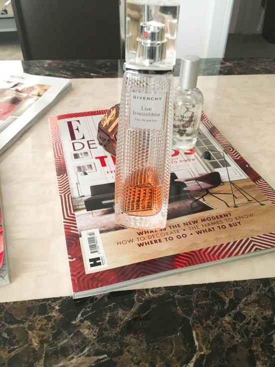 Live Irresistible perfume review image