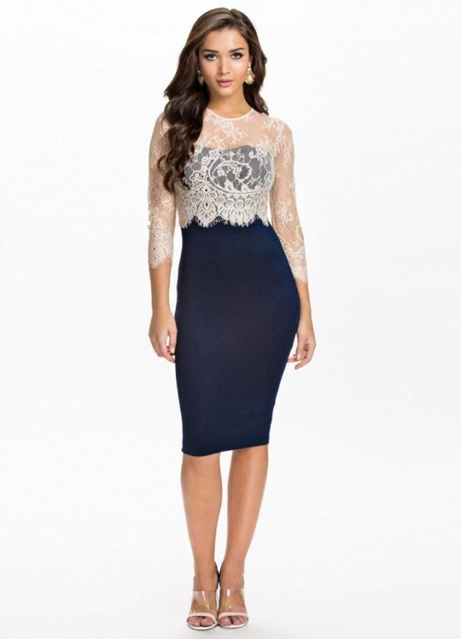 Темное платье с кружевом для женщин за 40