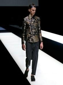 fwmi13.68com-fashion-week-milan-s-s-2018-emporio-armani-men-s-collection-highres