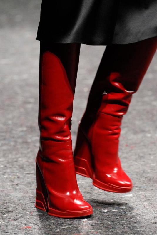 84d00afbb3bb V nadchádzajúcej sezóne sú päty v móde. Vysoký podpätok zimné topánky s  špicaté
