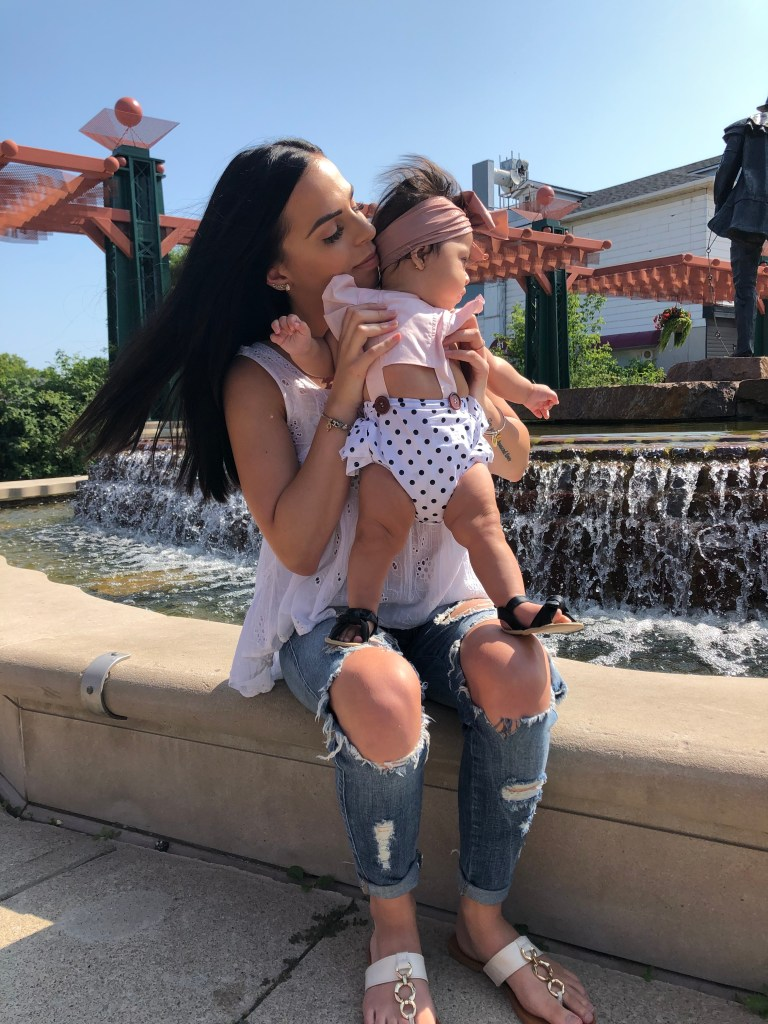 young mom, young mom looks, young mom fashion, baby girl bows, baby girl looks