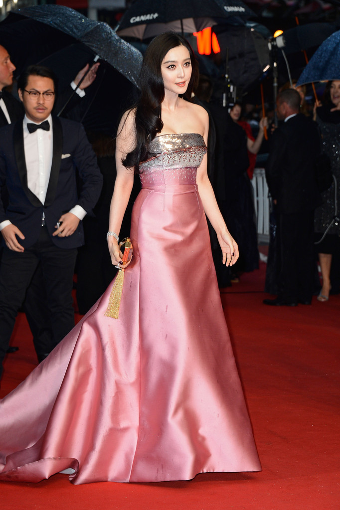 fan-bingbing-66th-annual-cannes-film-festival-opening-ceremony-louis-vuitton-gown