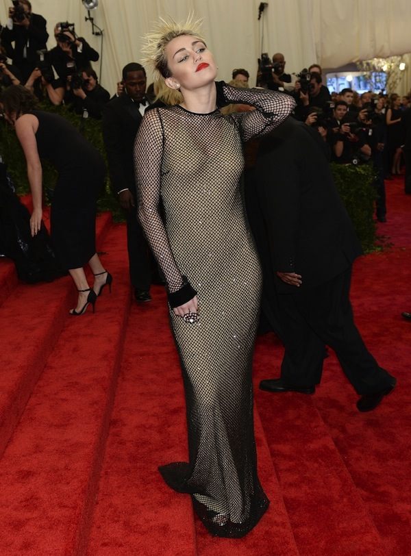miley cyrus in marc jacobs The 2013 Metropolitan Museum of Art Costume Institute Gala- Punk Chaos to Couture