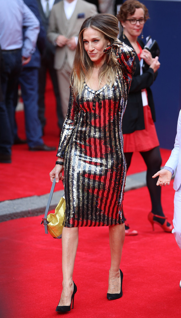 sarah-jessica-parker-charlie-and-the-chocolate-factory-press-night-london-marc-jacobs-resort-2014-dress-fendi-patchwork-sequin-baguette-2