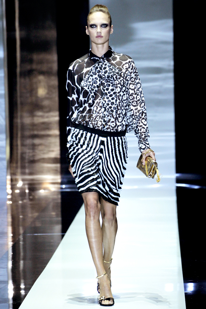 0 gucci spring 2012 Beyonce's Mrs. Carter Show Gucci Custom Black and White Beaded Top and White Pants