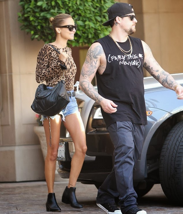 nicole-richie-montage-hotel-beverly-hills-dolce-gabbana-leopard-sweater-balenciaga-city-tote-bottega-veneta-belt-house-of-harlow-1960-warner-booties