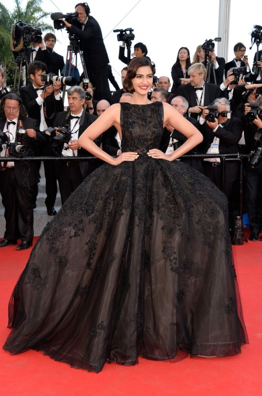 sonam-kapoor-the-homesman-premiere-67th-annual-cannes-film-festival-elie-saab-couture-fall-2013-gown
