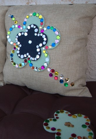 3 Easy DIY Throw Pillow Designs: DIY Sequin Pillow