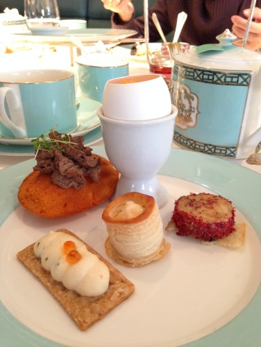 Delicate and pleasing to the eye. Delicious. heavenly treats from the afternoon tea set.