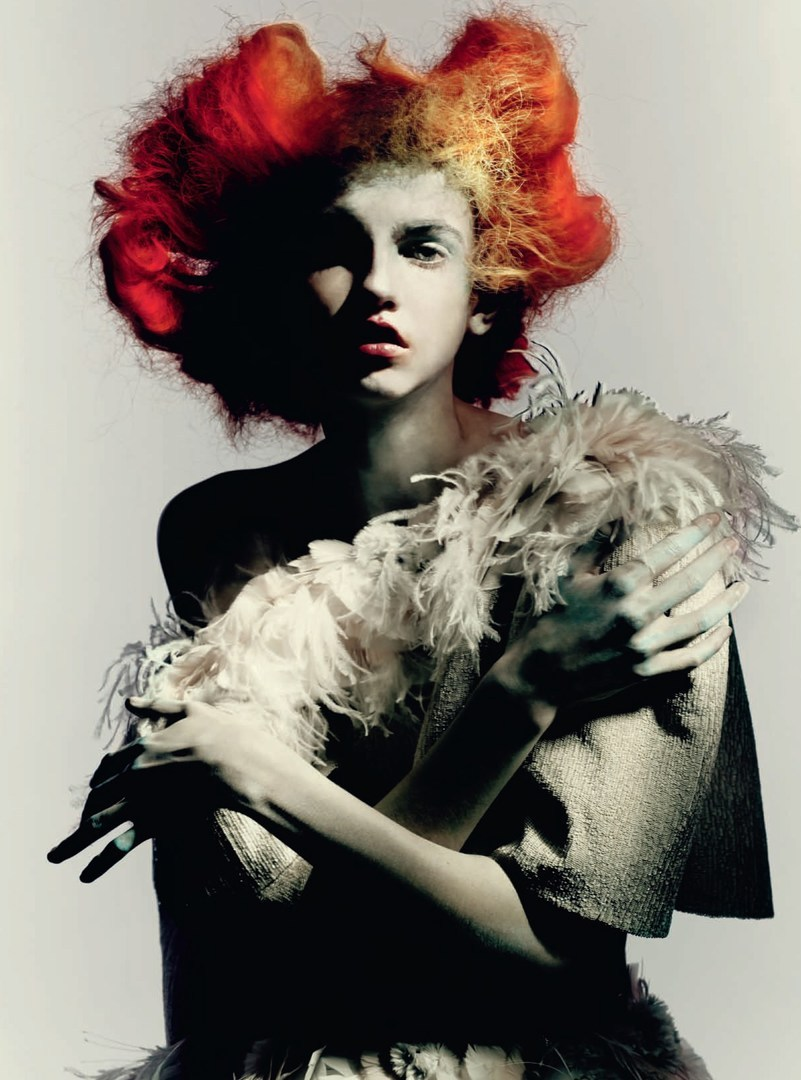 molly bair in �full bloom� by paolo roversi for vogue