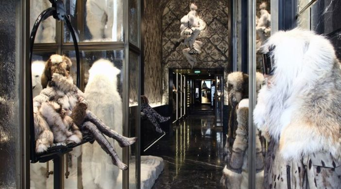 The moncler Paris store