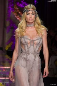 397945-doutzen-kroes-au-defile-hautecouture-diapo-2