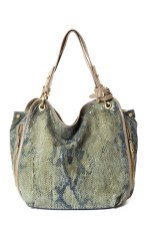 c.lili-by-Coralie-Charriol-Lorena-bag-in-safari-green-on-fashion-daily-mag-brigitte-segura