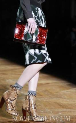 13-DRIES-VAN-NOTEN-FALL-2011-PARIS-PHOTO-NOWFASHION.COM-ON-FASHIONDAILYMAG.COM-BRIGITTE-SEGURA