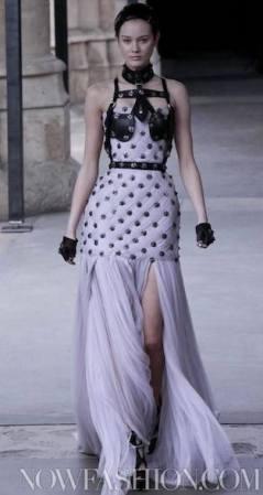 ALEXANDER-McQUEEN-FALL-2011-paris-runway-selection-brigitte-segura-photo-10-nowfashion.com-on-fashion-daily-mag