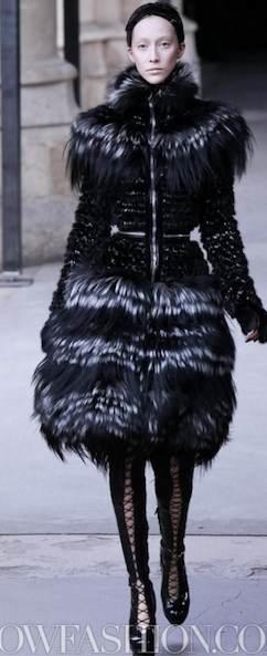 ALEXANDER-McQUEEN-FALL-2011-paris-runway-selection-brigitte-segura-photo-17-nowfashion.com-on-fashion-daily-mag