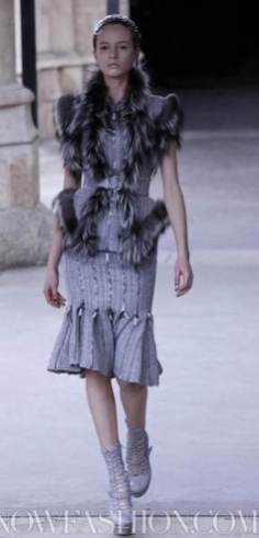 ALEXANDER-McQUEEN-FALL-2011-paris-runway-selection-brigitte-segura-photo-20-nowfashion.com-on-fashion-daily-mag