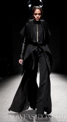 GARETH-PUGH-runway-PARIS-F2011-photo-nowfashion.com-on-fashiondailymag