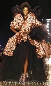 VIVIENNE-WESTWOOD-FALL-2011-runway-+-beauty-selection-brigitte-segura-photo-nowfashion-on-fashiondailymag