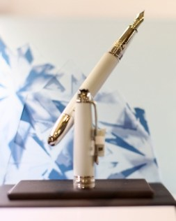 """Kristin Chenoweth and Montblanc Celebrate Launch of Exclusive """"Tribute to the Montblanc Collection"""""""