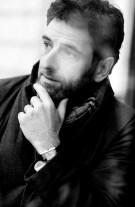 Marcel_Hartmann_photographe_de_Contour_By_Getty_Images_avec_sa_montre_Reverso_de_jaeger-LeCoultre._Credit__Philipp_Hohndorf