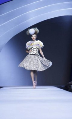 FASHIONDAILYMAG-selects-25-christian-dior-couture-fw2011-FashionDailyMag
