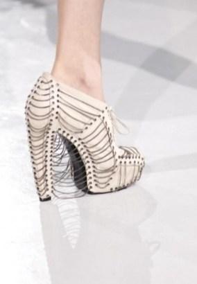FDM-selects-IRIS-VAN-HERPEN-f2011-couture-paris-photo-16-shoes-NowFashion-on-FDMloves