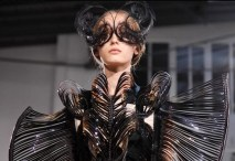 FDM-selects-IRIS-VAN-HERPEN-f2011-couture-paris-photo-NowFashion-on-FDM