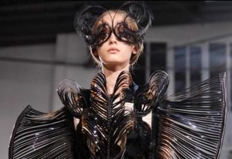 FDM-selects-IRIS-VAN-HERPEN-f2011-couture-paris-photo-NowFashion-on-FDM