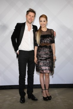 christopher bailey and jolin tsai wearing burberry at taipei 101 store opening event