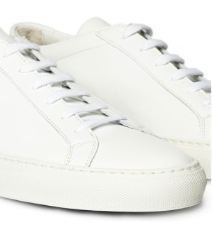 Low Top sneaks by Common Projects | fashiondailymag