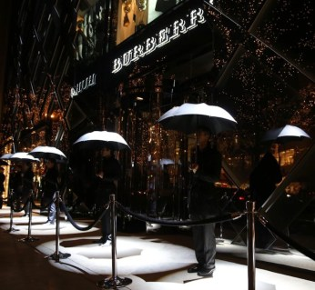 BURBERRY ART OF TRENCH CHICAGO | FashionDailyMag sel 2