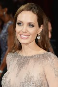 angelina jolie oscars on fashiondailymag
