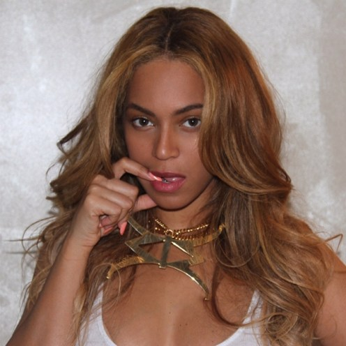 beyonce in Giuseppe Zanotti for Raquel Smith jewelry 3