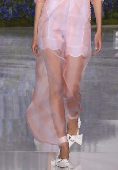DIOR ss16 PFW FashionDailyMag 47 DELICATE details
