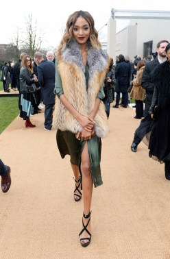 jourdan dunn burberry fw16 mw FashionDailyMag
