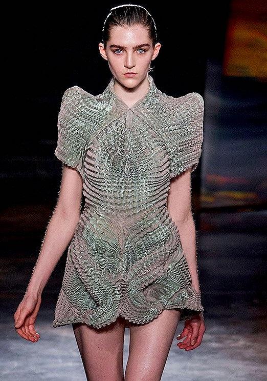 IRIS VAN HERPEN fw16 FashionDailyMag sel 7b