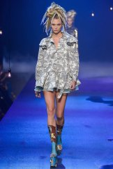 karlie-kloss-marc-jacobs-ss17-fwp-fashiondailymag-19