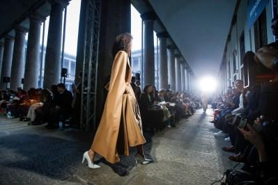 Max Mara FW17_ATMOSPHERE fashiondailymag 24
