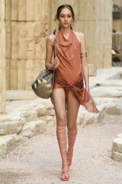 chanel resort 2018 fashiondailymag 17