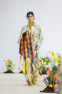 SHUTINGQIU_SS20_Look2 SHANGHAI RUNWAY faves FashionDailyMag Brigitteseguracurator 2 10