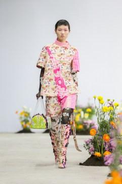 SHUTINGQIU_SS20_Look2 SHANGHAI RUNWAY faves FashionDailyMag Brigitteseguracurator 2 42