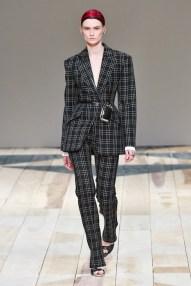 Alexander McQueen - __ - csc_0667 fall 2020 paris fashion week photo Imaxtree FASHIONDAILYMAG brigitteseguracurator