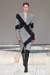 Alexander McQueen fall 2020 paris fashion week photo Imaxtree FASHIONDAILYMAG brigitteseguracurator 56