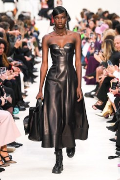 Valentino_13_is5_0264 fall 2020 paris fashion week photo Imaxtree FASHIONDAILYMAG brigitteseguracurator