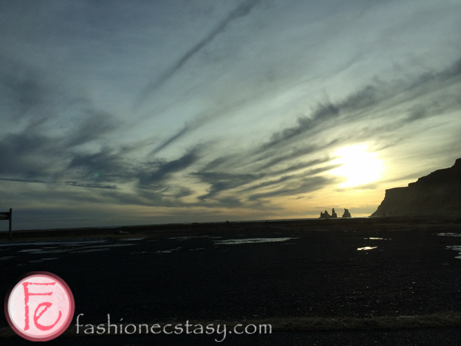 冰島黑色玄武岩小精靈日落憲日落輪廓 (Reynisdrangar silhouette at sunset, Black Sand Beach, Iceland)