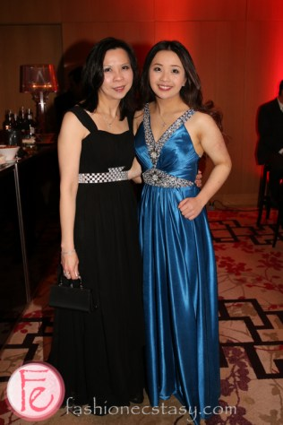 Nicole Leung (r)