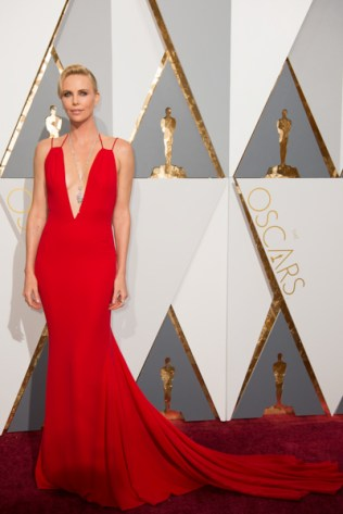 Charlize Theron 2016 oscars red carpet
