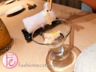 開胃菜:.白木耳、黑美人菇和蘆筍花 (appetizer with white fungus, mushrooms and asparagus)