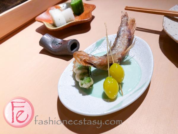 炸物:愛知縣新鮮銀杏、柳葉魚、和楊桃豆 (fried food: ginkgo from Aihci Prefecture, willow fish, and wing beans (carambola beans)